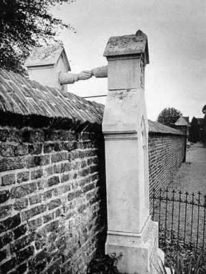 30 of the most powerful images ever - The Graves of a Catholic woman and her Protestant husband, Holland, 1888.jpg